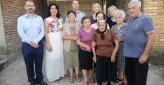 Са гостима из општине и породицом